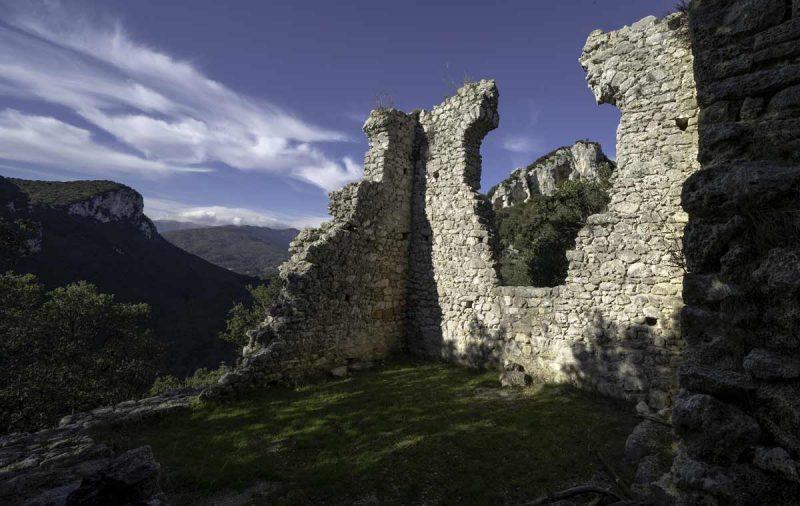 Case-Valle,-Castrum-Perticae,-Sant_Antonino-di-Perti
